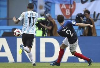Bàn thắng đẹp nhất World Cup thuộc về hậu vệ Pháp