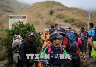 Indonesia giải cứu hàng trăm người mắc kẹt trên núi sau động đất