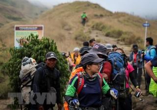Indonesia: Sơ tán hơn 1.000 người mắc kẹt trên núi do động đất