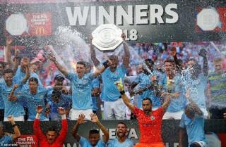 Aguero lập đại công, Man City đoạt Siêu cúp nước Anh