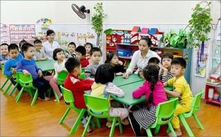 Đề xuất chế độ cho giáo viên dạy mầm non những năm 70