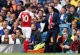 """Thua Chelsea, """"vua săn danh hiệu"""" Emery khởi đầu tệ tại Arsenal"""