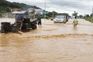 Mưa lũ gây nhiều thiệt hại tại Sơn La, Hòa Bình