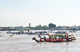 Tranh tài Giải đua thuyền rồng Báo An Giang lần VII- 2018