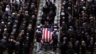 Thượng nghị sĩ John McCain – Một cuộc đời đầy chiến tích