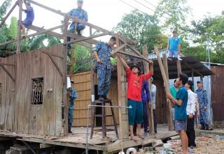 Khẩn trương khắc phục sạt lở ở Long Xuyên