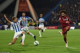 Salah lập công, Liverpool nhẹ nhàng đánh bại Huddersfield