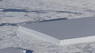 Tảng băng 'vuông tự nhiên' gây kinh ngạc tại Nam Cực