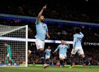 Man City thắng đậm Man Utd, trở lại ngôi đầu Ngoại hạng Anh