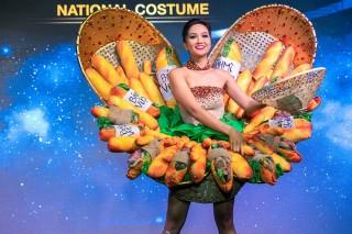 'Bánh mỳ' là trang phục dân tộc của H'Hen Niê ở Miss Universe