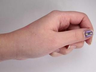 Cảm biến đeo trên tay không cần pin nhỏ nhất thế giới