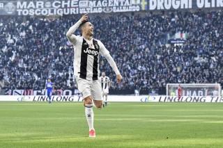 Ronaldo bùng nổ lập cú đúp, Juventus khép lại nửa đầu mùa giải hoàn hảo