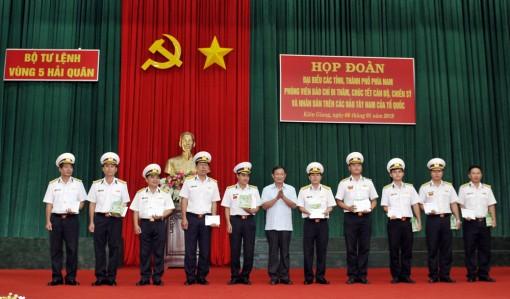 Các tỉnh phía Nam chúc Tết Vùng 5 Hải quân