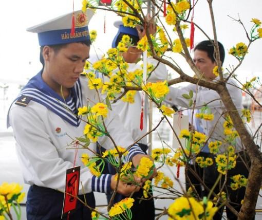 Chiến sĩ Vùng 3 Hải Quân đón tết trên biển