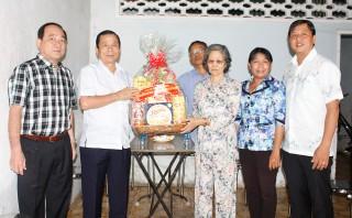Thành ủy, HĐND, UBND, UBMTTQ Việt Nam TP. Long Xuyên thăm, tặng quà Tết Nguyên đán Kỷ Hợi 2019