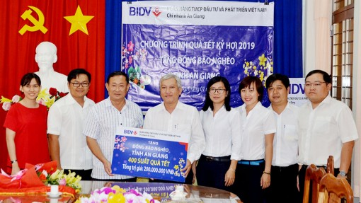 Ngân hàng BIDV chi nhánh An Giang tặng 400 suất quà Tết cho hộ nghèo