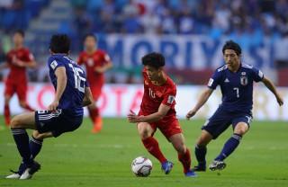 Tứ kết Asian Cup: Tuyển Việt Nam ngẩng cao đầu, Tây Á trọn niềm vui