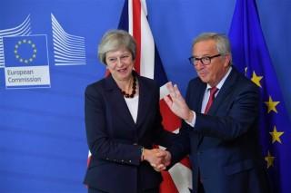 Thủ tướng Anh sẽ gặp Chủ tịch EC bàn về Brexit ngày 7-2