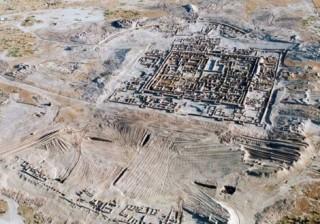Bí ẩn dưới lớp cát sa mạc