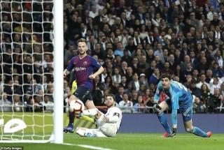 Real Madrid - Barcelona 0-1: Rakitic lập công, Real lại thua Barca