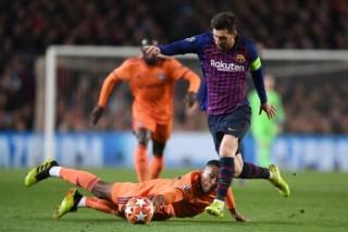"""Messi ghi cú đúp, Barca """"hủy diệt"""" Lyon ở Champions League"""