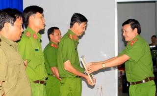 Lực lượng công an chung sức xây dựng nông thôn mới