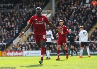 Thắng nhọc Fulham, Liverpool tạm chiếm ngôi đầu Premier League