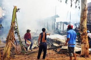 Cháy 13 căn nhà ở An Phú