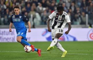 Tiền đạo 19 tuổi ghi bàn thay Ronaldo giúp Juventus có 3 điểm
