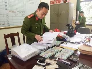 """Nhiều công chức tại Phú Thọ sa bẫy """"tín dụng đen"""""""