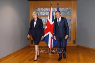 Chủ tịch EC đề xuất lùi thời điểm Brexit 12 tháng