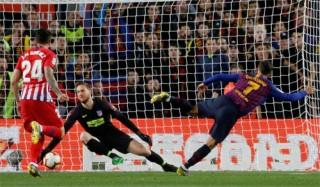 Thắng Atletico, Barca chạm một tay vào La Liga