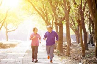 Đi bộ nhanh ngừa khuyết tật ở bệnh nhân viêm khớp