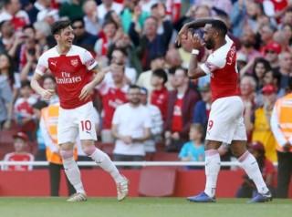 """Arsenal vs Valencia: Song sát trút giận lên """"Bầy dơi""""?"""