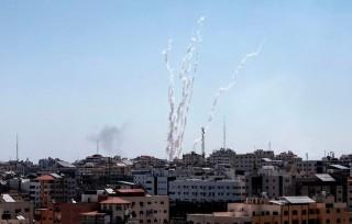 Khoảng 100 quả rocket được bắn từ Dải Gaza nhằm vào Nam Israel