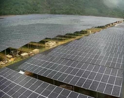 Kinh đô điện mặt trời dưới chân núi Cấm
