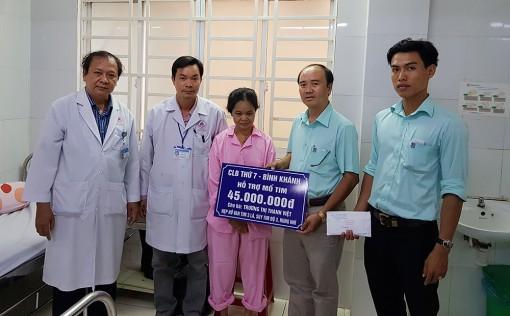 Tài trợ chi phí mổ tim cho người phụ nữ bán vé số