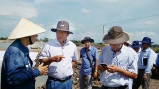 Phó Chủ tịch UBND tỉnh Trần Anh Thư khảo sát dự án nuôi trồng thủy sản công nghệ cao tại xã Bình Phú