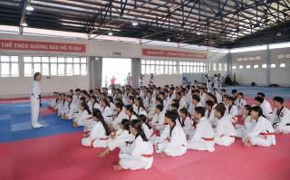 Bồi dưỡng chuyên môn cho 120 huấn luyện viên, hướng dẫn viên, võ sinh môn Taekwondo