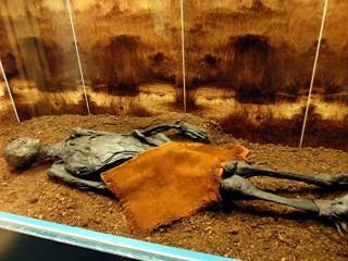 Xác ướp có lỗ hổng dị hình trên hộp sọ