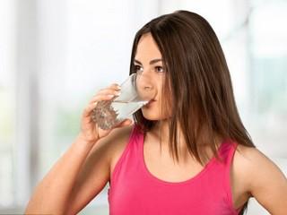 Uống đủ nước có thể 'trị' những vấn đề sức khỏe nào?