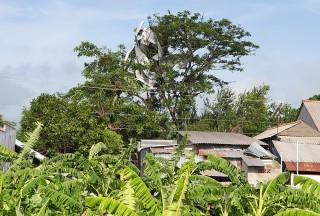 Cất nhà cho người dân xã Nhơn Hội bị lốc xoáy