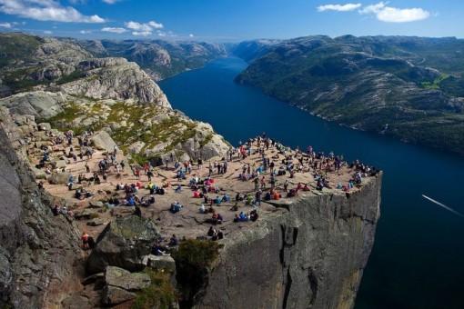 Những ngọn núi nguy hiểm nhất thế giới nhưng du khách vẫn ùn ùn ghé qua