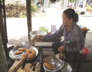 Thu nhập tốt từ nghề bán bánh chuối chiên