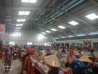 Chợ Cái Sắn khai trương, chuẩn bị làm đường, đất khu chợ nhộn nhịp người mua