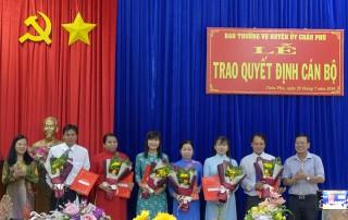 Châu Phú trao quyết định cán bộ và công bố quyết định thành lập Văn phòng Huyện ủy, HĐND và UBND huyện