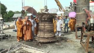 Rót đồng đúc đại hồng chung tại Thiền viện Trúc Lâm An Giang