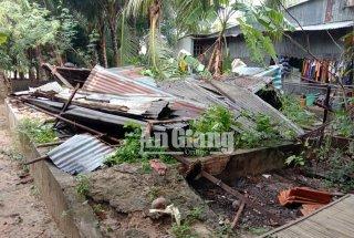 Giông lốc làm 1 người chết, hơn 600 căn nhà bị sập và tốc mái