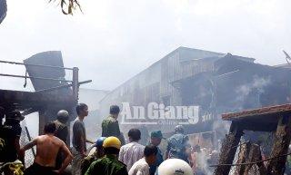 Hỏa hoạn thiệt hại 5 căn nhà ở An Phú