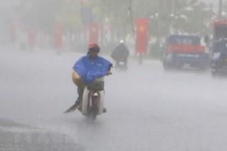Bắc Bộ mưa dông kéo dài đến 25-7, Trung Bộ nắng nóng gay gắt